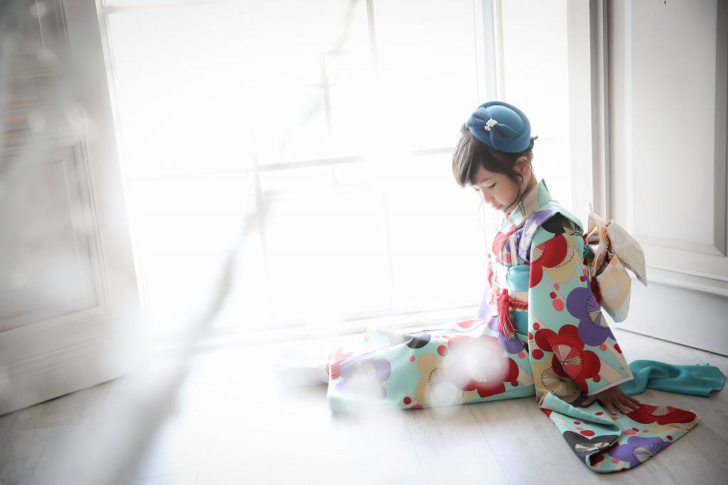 おしゃれな写真スタジオシュシュポルトの七五三前撮り写真撮影。着物のレンタルも可能です。