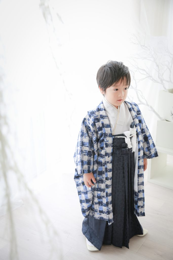 5歳の男の子対象のお着物です。七五三・お誕生日撮影などにおすすめです。