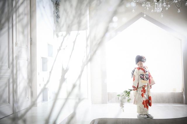 明石・神戸のおしゃれな写真スタジオ シュシュポルト、七五三撮影・お宮参り撮影・マタニティ撮影・ベビー撮影・お誕生日撮影など、大切な記念を自然な表情、ふとした仕草を大切に、シャビーシックでおしゃれな写真で残します。