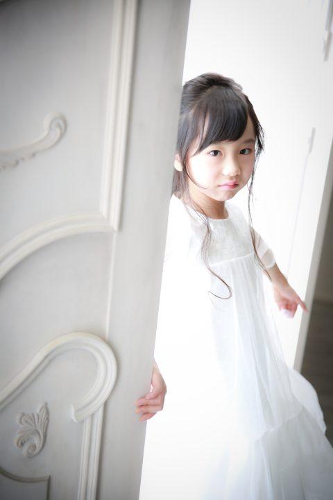 扉の奥から小さな妖精さん♪