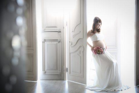 おしゃれな写真スタジオシュシュポルトのマタニティフォト撮影。撮影時マタニティドレスのレンタルも可能です。