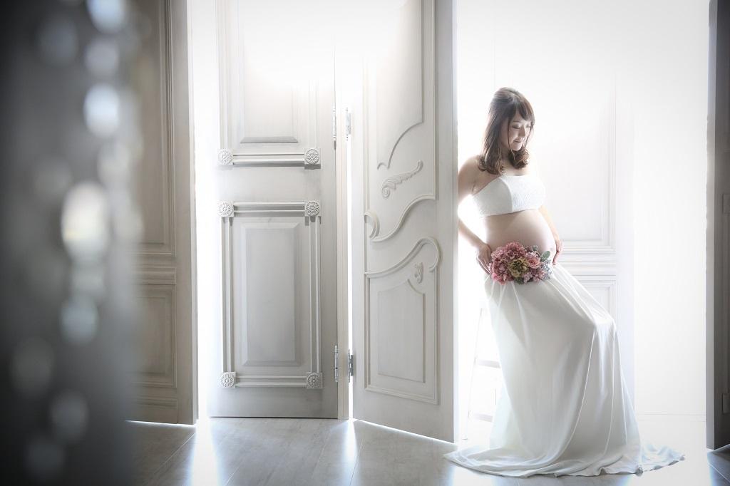 おしゃれなドレスでマタニティフォト撮影